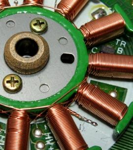 Cum functioneaza un motor electric si o baterie litiu-ion?
